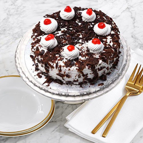 Online Gift Black Forest Cake from Taj or 5 Star Hotel Bakery