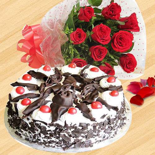 Send Combo Gift of Red Roses Bunch and Black Forest Cake Online