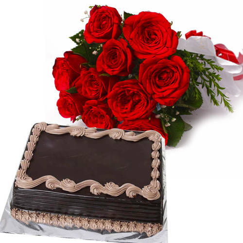 Sumptuous Chocolate Cake with Red Roses Bouquet