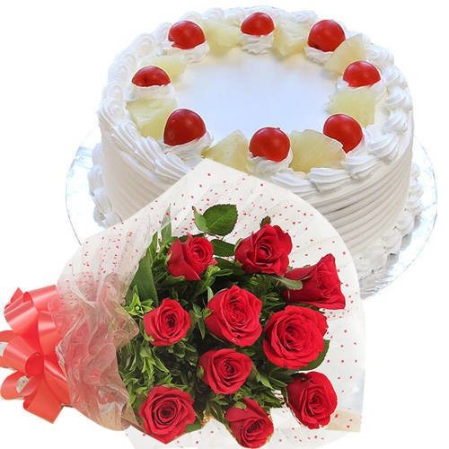 Ecstatic Pineapple Flavor Cake with Red Color Roses Bunch