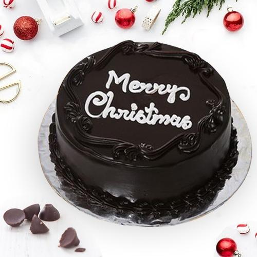 Mouth-Watering Chocolate Cake for Christmas