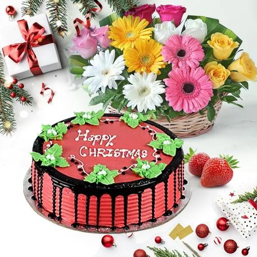 Delicate Merry-Xmas Strawberry Cake With Mix Bloom Basket