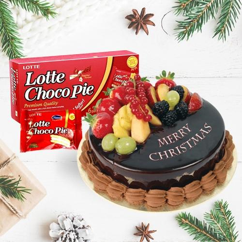 Marvelous Fresh Fruits Cake with a Box of Choco Pie