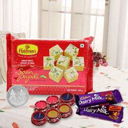Lovely Gift Hamper for Grand Diwali Cheer