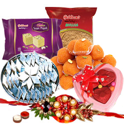 Tempting Gift Set from Haldiram