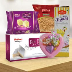 Send Haldirams Appetizing Gift Combo to Kerala