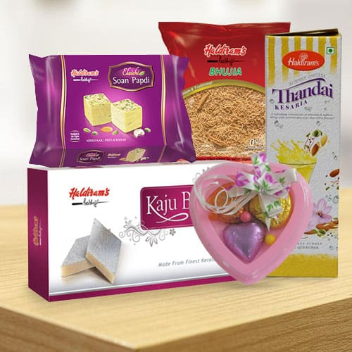 Tempting Gift Set from Haldiram