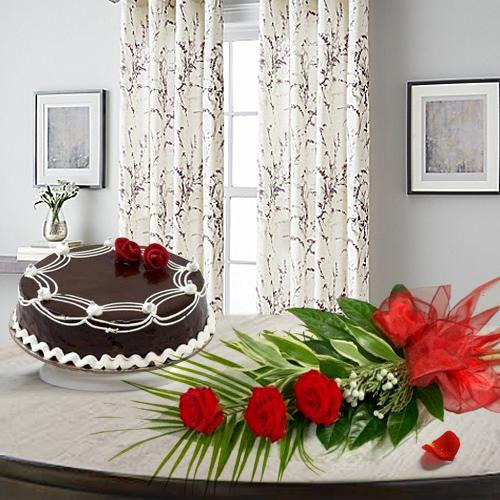 Impressive Red Roses with Chocolate Cake