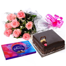 Delicious Chocolate Gifts with Exotic Pink Rose Bouquet and Garnished Cake