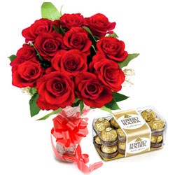Fresh-Cut Bouquet of Red Rose with Ferrero Rocher Chocolates