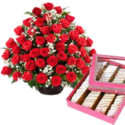 Online Red Roses with Kaju Barfi