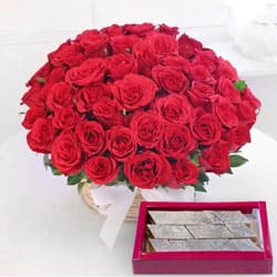 Send Astounding Red Roses with yummy Kaju Barfi to Kerala