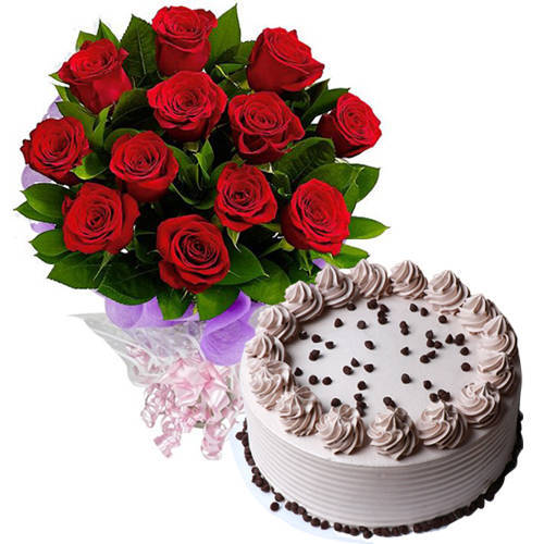 Gift Online Coffee Cake with Red Roses Bouquet