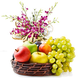 Online Orchids Bouquet with Fresh Fruits Basket