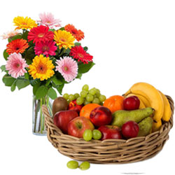 Buy Bunch of Mixed Gerberas in a Vase with Fresh Fruits Basket