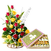 Sensational Treat of 500 Gr. Sweets and 20 Mixed Roses