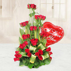 Delightful Bouquet of 36 Red Roses and a Heart-shaped Red Balloon