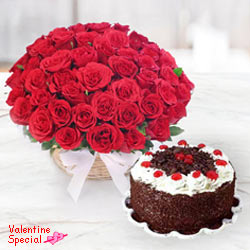 Astounding 50 <font color =#FF0000> Dutch Red </font> Roses with 1 Kg Taj / 5 Star Bakery Cake