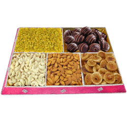 Sumptuous Combo of Chocolates N Assorted Dry Fruits