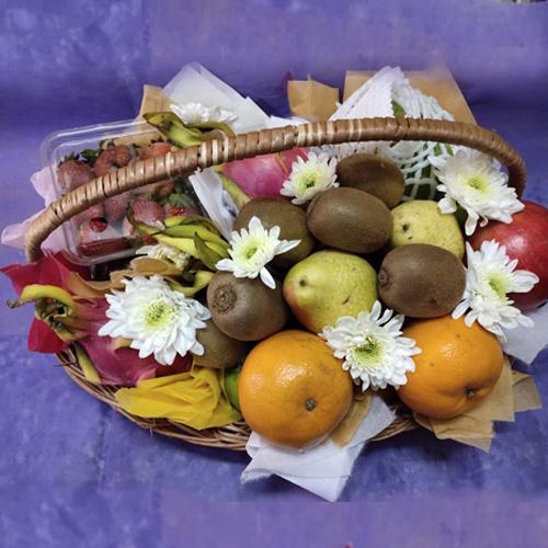 Garden-Fresh Fruits Basket