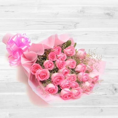 Fashionable Moments in Love Bouquet of 30 Peach/Pink Roses