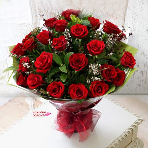 Buy Hand Bunch of Dutch Roses Online
