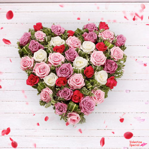 Gift Online Mixed Roses in Heart Shape Arrangement