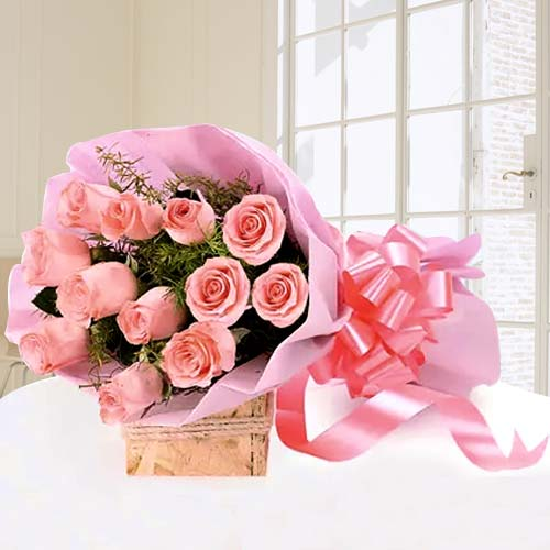 Mesmerizing Romantic Bouquet of Pink Roses
