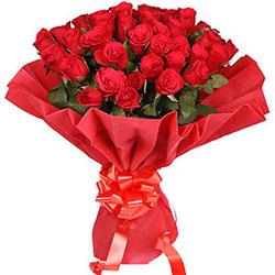 Graceful Floral Bouquet of Dutch Roses
