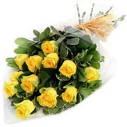 Tender Beginning of Love Yellow Roses Selection