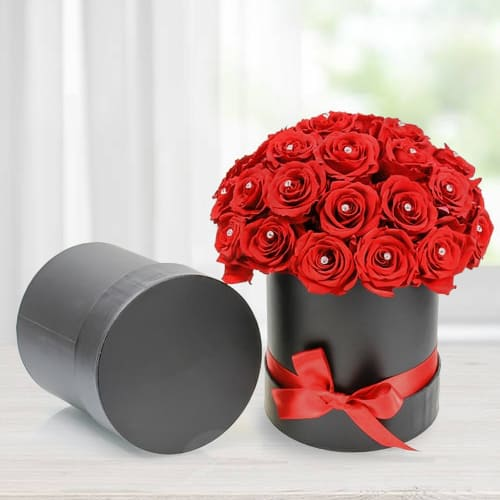 Marvelous Red Roses in Black Cardboard Gift Box