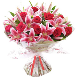 Eye-Catching Bouquet of Pink Lilies N Red Roses
