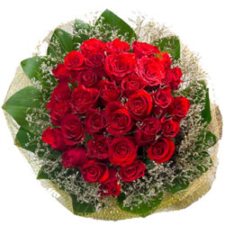 Stimulating Gift of Red Roses Hand Bunch