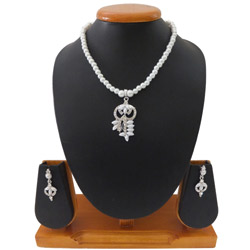 Remarkable White Pearl Designed Necklace Set
