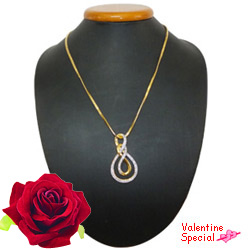 Trendsetting Ayla Double Knot Necklace