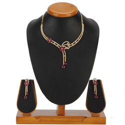 Flawless Garnish Necklace with Earrings Set