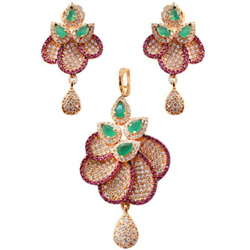 Outstanding Necklace Set Studded with Diamonds