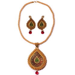 Impressionable Meenakari Pattern Gold Necklace Set