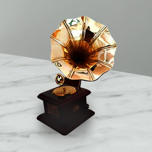 Eye Catching Vintage Dummy Handmade Gramophone for Home Décor