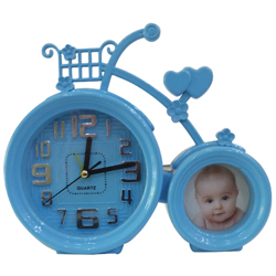 Appealing Analog Clock and Photo Frame Duo