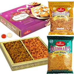 Superb Hamper of Soan Papdi, Bhujia Sev N Dal Biji from Haldiram with Almonds N Raisins