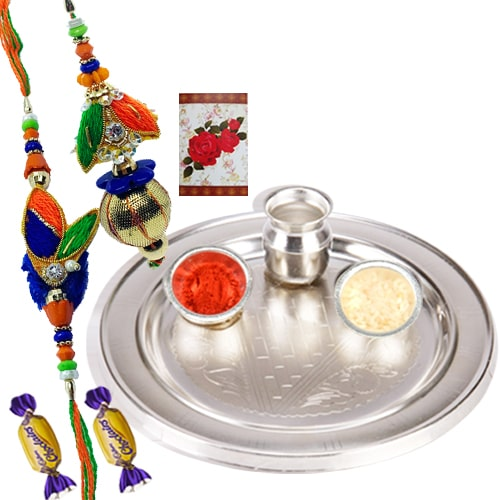 Arresting Silver Thali with Bhaiya Bhabhi Rakhi Set and 2 Choco Pie Temptation<br /><font color=#0000FF>Free Delivery in USA</font>